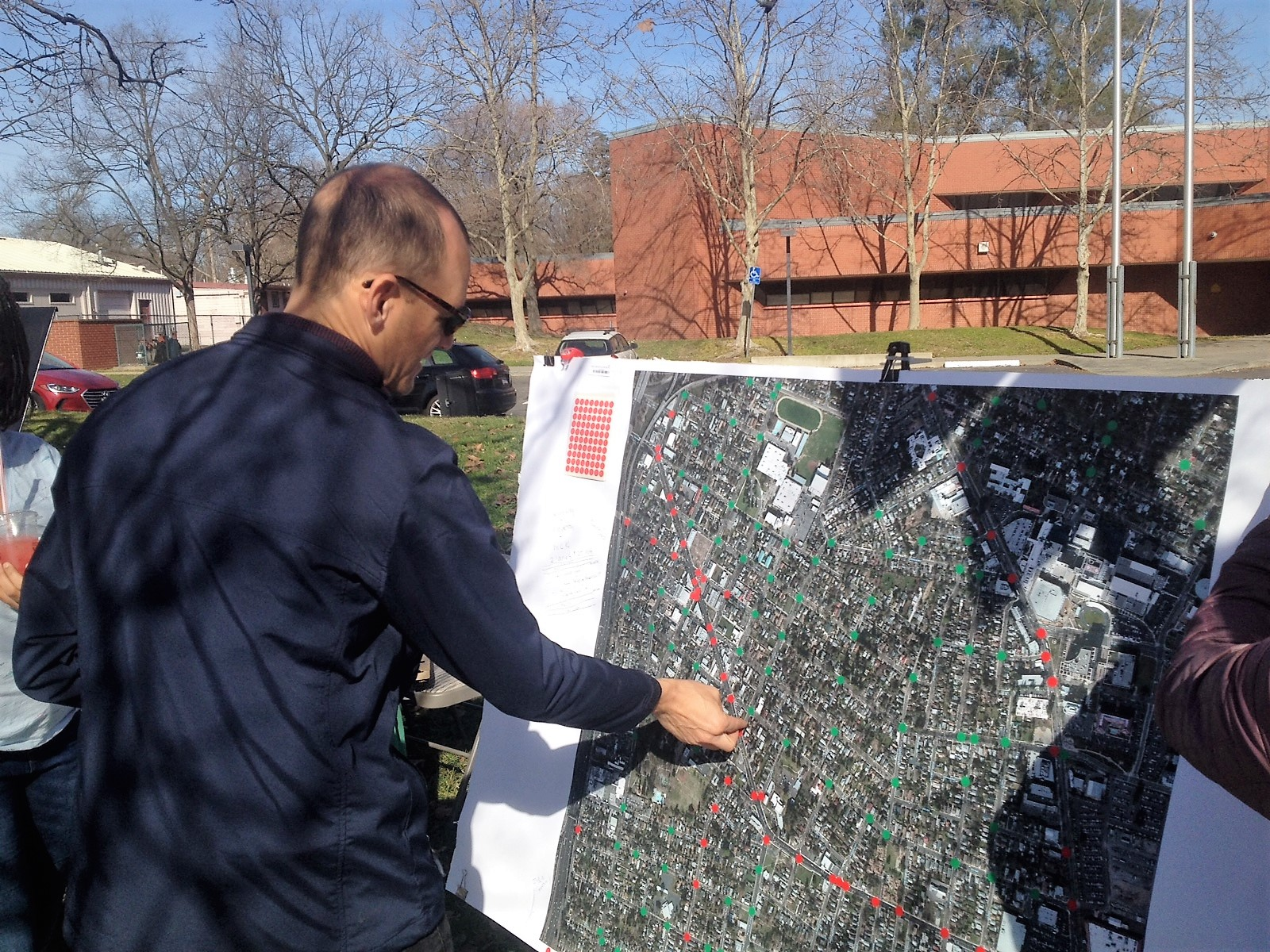 Assembly Member Kevin McCarty adds his feedback to the map.